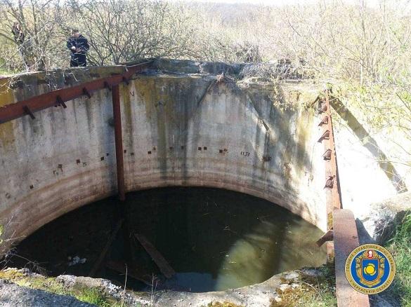 Поблизу Сміли до глибокого резервуару з водою впали дитина, чоловік та собака (ФОТО)