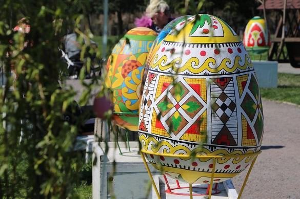У Черкасах облаштували святкові інсталяції та фотозони до Великодня
