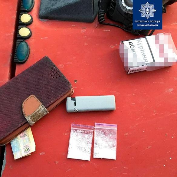 У Черкасах виявили чоловіків, які мали при собі пакетики з наркотиками (ФОТО)