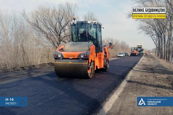 Одна з ключових транспортних артерій: на Черкащині продовжують ремонт шестикілометрової ділянки  дороги (ФОТО)