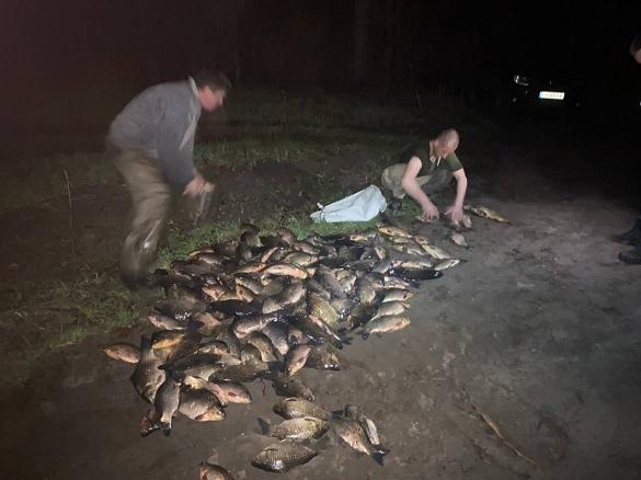 Браконьєрів, які ловили рибу вночі, затримали на Черкащині (ФОТО)