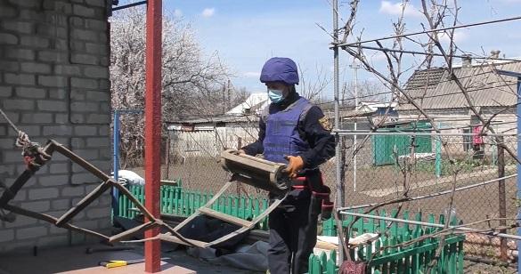 Черкаські рятувальники продовжують відновлювати обстріляні будинки