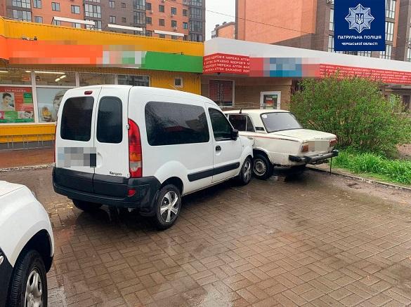 Між чоловіками виник конфлікт: у Черкасах п'яний водій навмисно протаранив автомобіль (ФОТО, ВІДЕО)