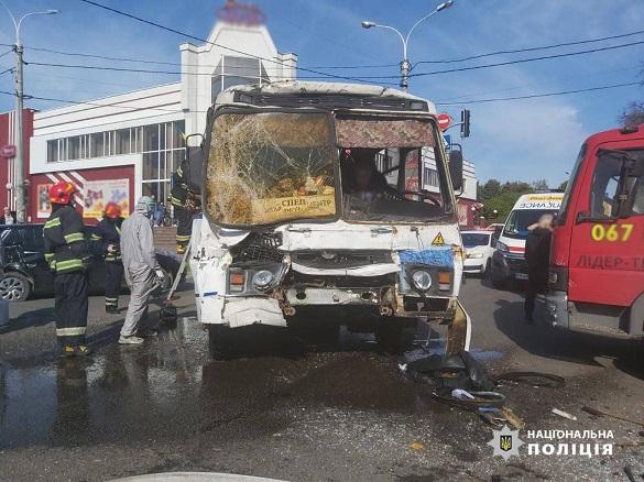 Виїхав на заборонений сигнал: з'явилися подробиці вранішньої автотрощі в Черкасах