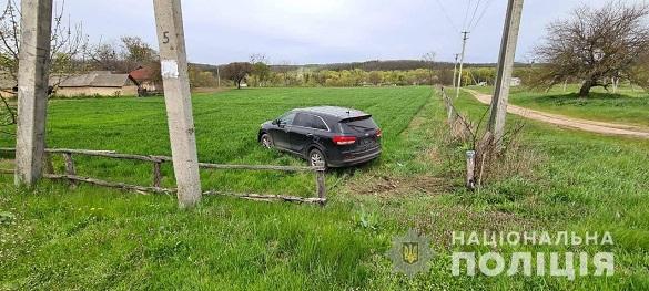 Покинули та втекли: на Черкащині поліцейські знайшли викрадений автомобіль (ФОТО)