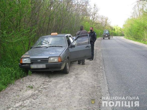 Дівчина душила, а чоловік бив пляшкою: на Черкащині двоє осіб намагалися вбити таксиста