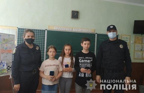 В одній із шкіл на Черкащині чоловік вкрав телефони у трьох учнів