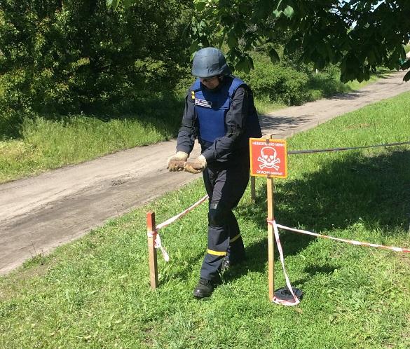 На одній із вулиць у Смілі знайшли артилерійський снаряд (ФОТО)