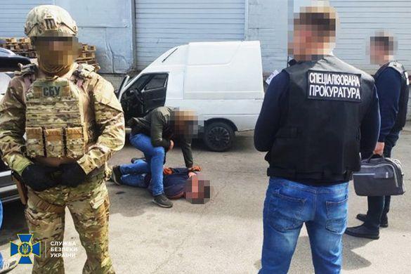 У Черкасах СБУ затримала військовослужбовця Нацгвардії на торгівлі вогнепальною зброєю