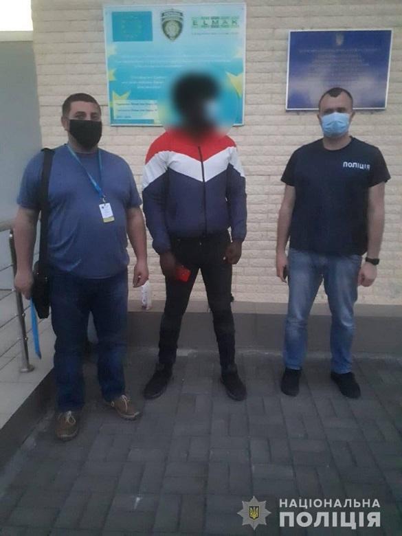 Правоохоронці на Черкащині видворили з України азербайджанця, якого неодноразово засуджували