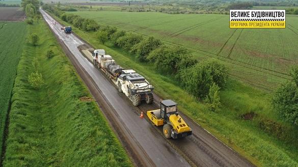 На 10-кілометровій ділянці у Черкаській області ремонтують дорогу