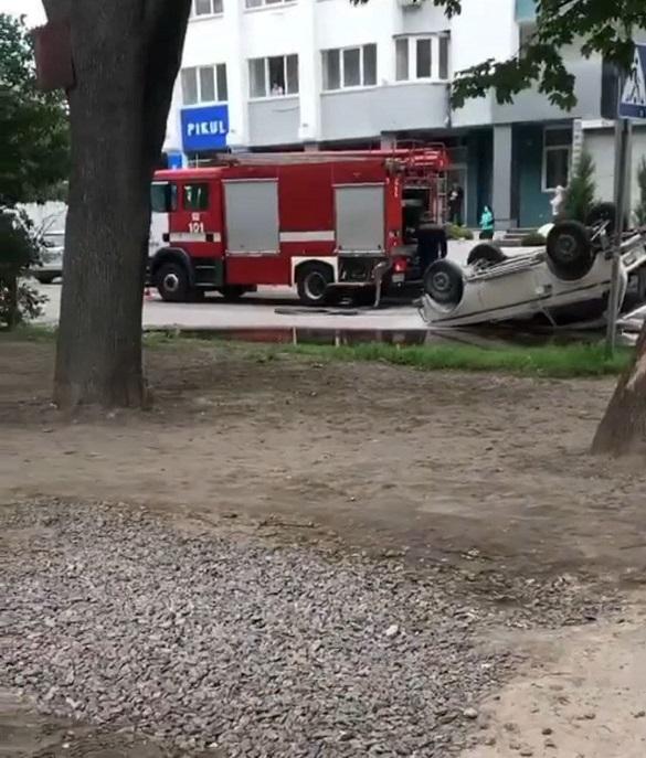 У Черкасах перекинувся автомобіль: постраждала дитина (ФОТО)