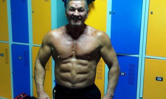 Оголосив війну старінню: як 72-річний тренер із Черкас виховує чемпіонів з бодибілдингу й фітнесу (ВІДЕО)