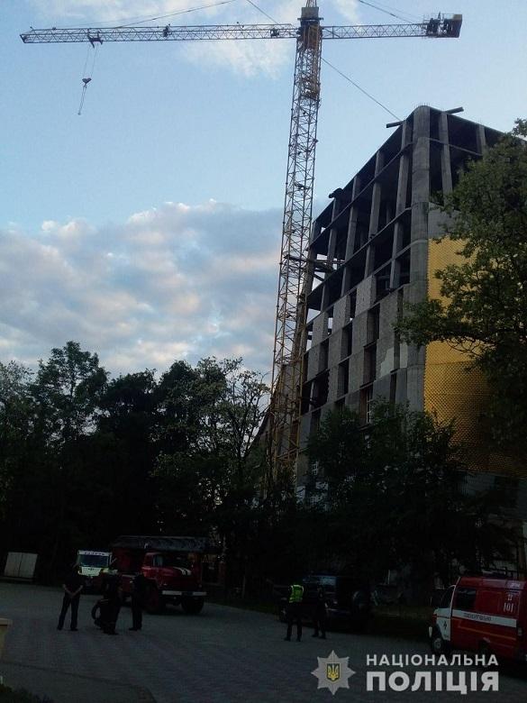 Зі 150-метрового будівельного крану в Черкасах рятували п'яного чоловіка (ФОТО)
