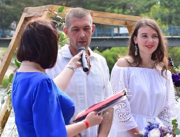 Весілля по-байкерськи: під час мотофесту під Черкасами одружились кияни (ФОТО)
