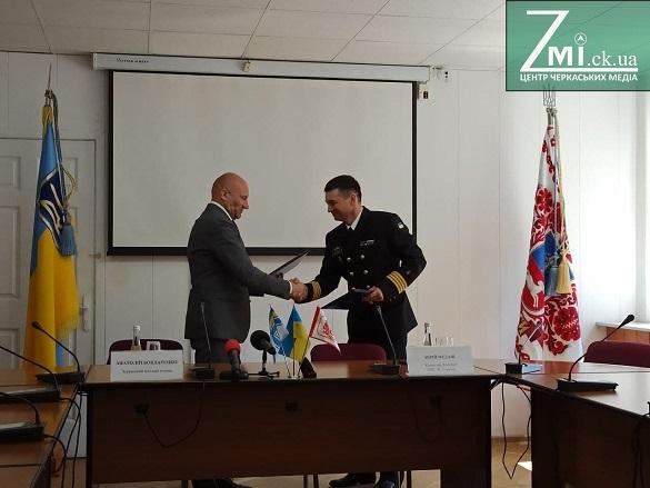 Патріотичне виховання молоді: в Черкасах підписали угоду про співпрацю із військово-морською флотилією (ФОТО)