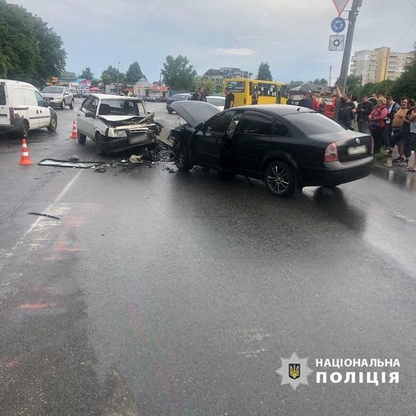 В Умані сталося лобове зіткнення автомобілів: четверо осіб отримали травми