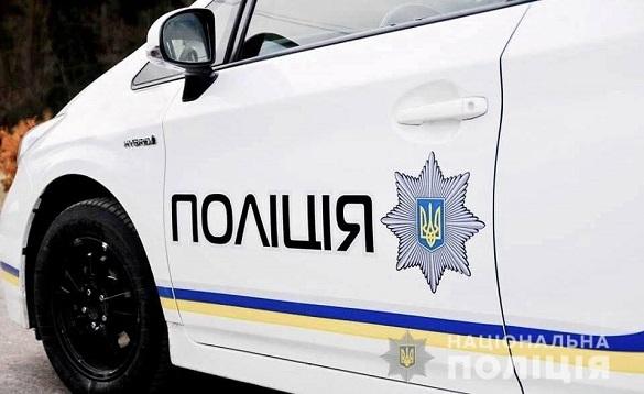 У Черкаській області чоловік намагався посеред вулиці порізати вени склом