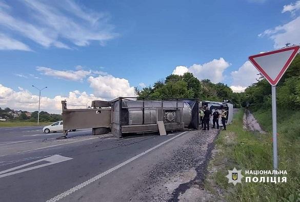 У Черкаській області перекинулася вантажівка з добривами