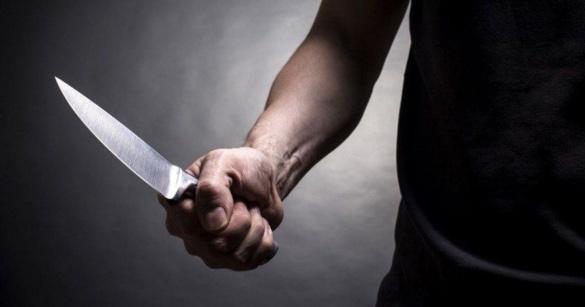 У Черкасах в під'їзді сталася різанина: постраждав підліток, якого врятував від смерті батько