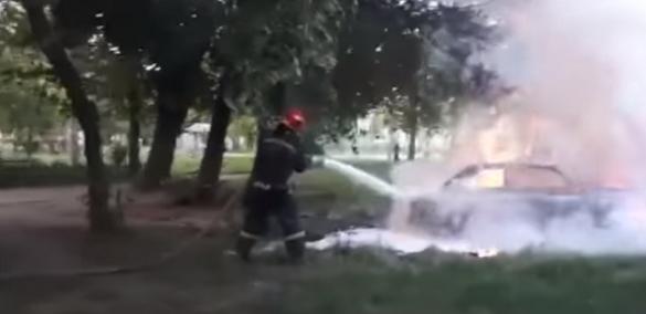 Через замикання електропроводки в Черкасах згорів автомобіль (ВІДЕО)