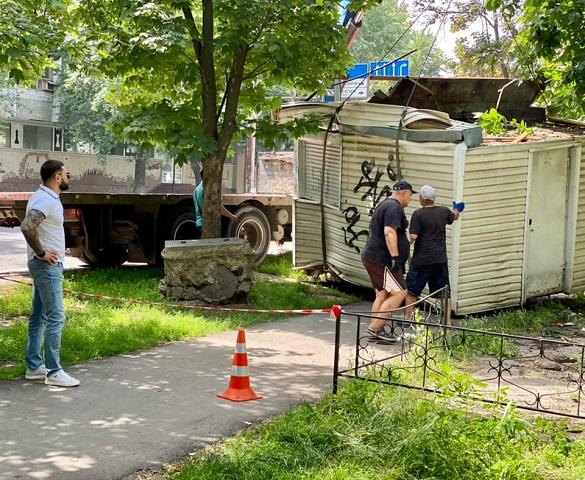 Майже десять незаконних споруд демонтували в Черкасах