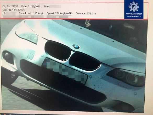 Біля Умані спіймали водія BMW, який їхав на швидкості понад 200 км/год