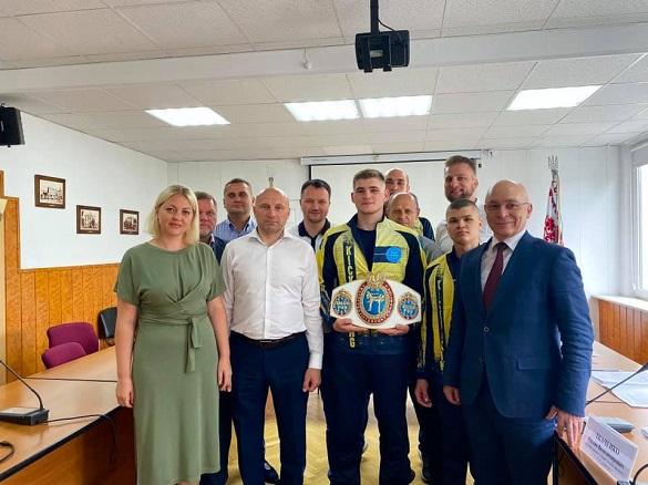 Черкаських спортсменів, які вибороли нагороди на Кубку Європи з кікбоксингу, відзначили цінними подарунками