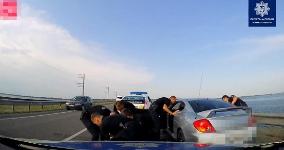 Влаштував погоню: у Черкас п'яний водій не зупинився на вимогу, патрульні наздоганяли його на дамбі (ВІДЕО)