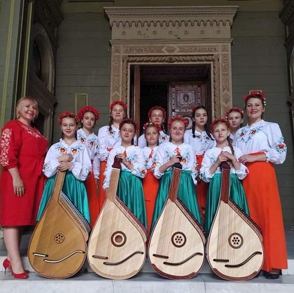 Юні черкаські бандуристки отримали Гран-прі фестивалю