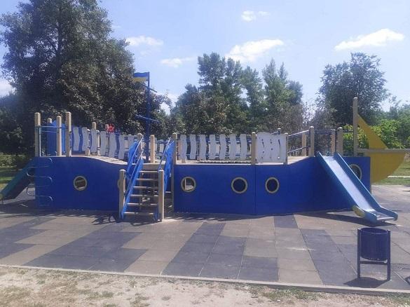 У Черкаській області вандали пошкодили дитячий майданчик (ФОТО)