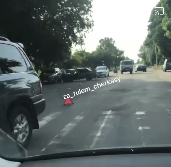 У Черкасах зіштовхнулися чотири автомобілі: є постраждалі