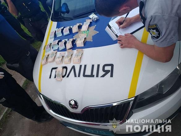 Пропонував 11 тисяч гривень: у Черкасах спіймали п'яного водія на хабарі