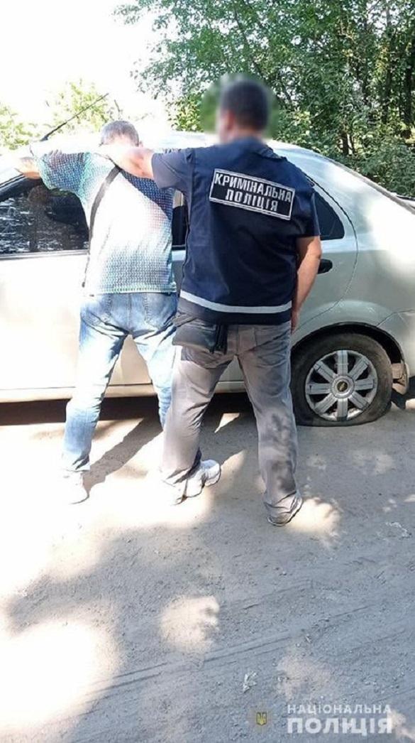 На Черкащині пасажир викрав автомобіль у таксиста, поки той