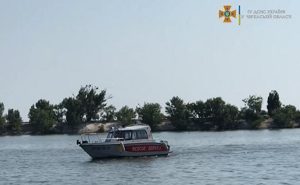 У Черкаській області шукають рибалку, який під час шторму перевернувся на човні