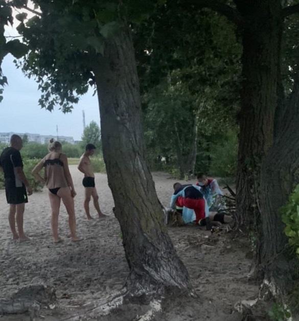 На черкаському пляжі під час купання потонув чоловік