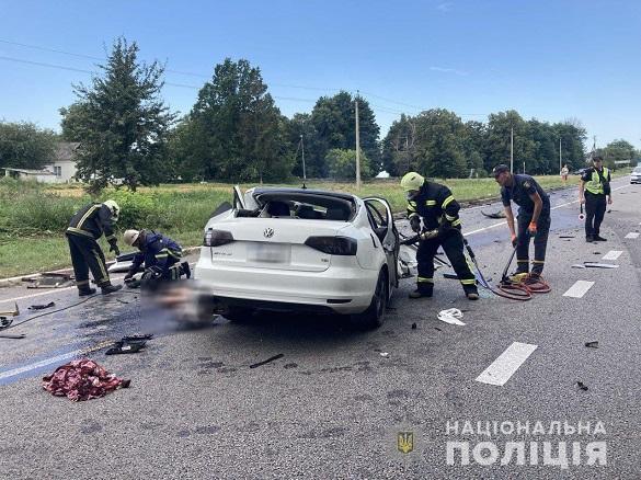 У смертельній ДТП на Черкащині загинув поліцейський та його дружина з 12-річною дитиною (ФОТО)