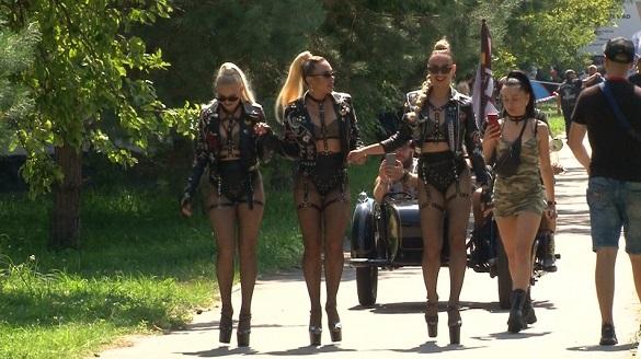 З усієї України, Польщі, Німеччини, Молдови: дві тисячі байкерів з'їхалися у Черкаси на мотофестиваль