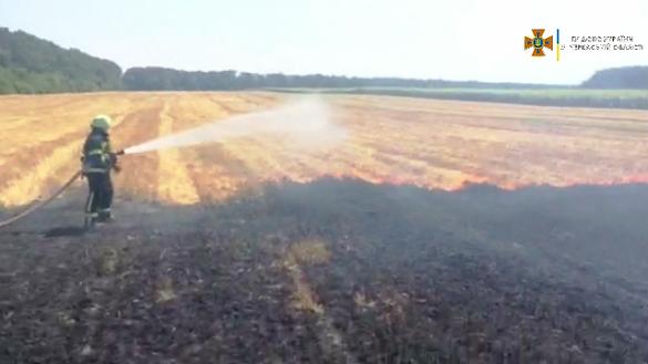 Намагався загасити сам: в Черкаській області під час пожежі чоловік отримав опіки
