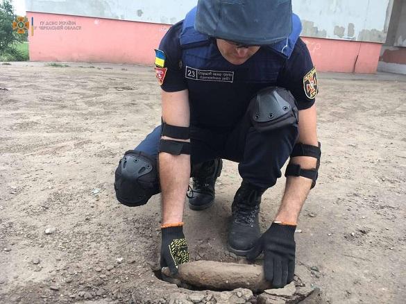 Артилерійський снаряд часів минулих війн знайшли в Черкасах