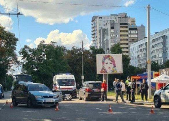 У Черкасах сталася аварія за участі мотоцикліста