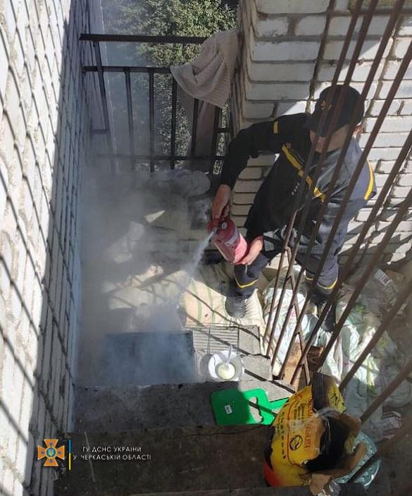 В Умані хасиди розвели вогонь на балконі, щоб приготувати їжу