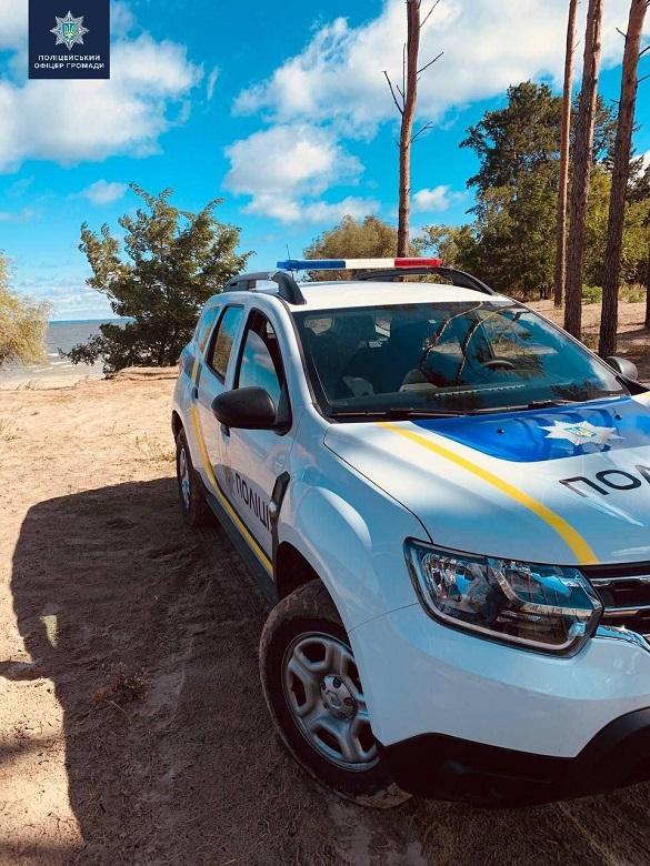 У Черкаській області поліцейський допоміг водію поремонтувати автомобіль