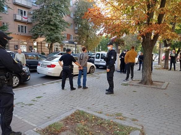 Учасники були озброєні: у мережі з'явилося відео конфлікту в центрі Черкас (усі деталі)