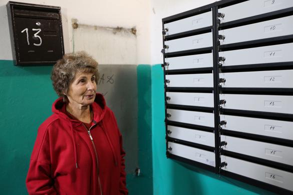 Газети й квитанції зникали: у черкаських будинках установлюють нові поштові скриньки