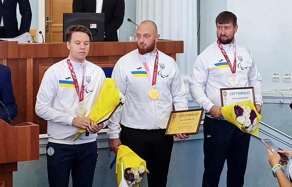 Черкаські паралімпійці, які вибороли нагороди у Токіо, отримали грошові сертифікати