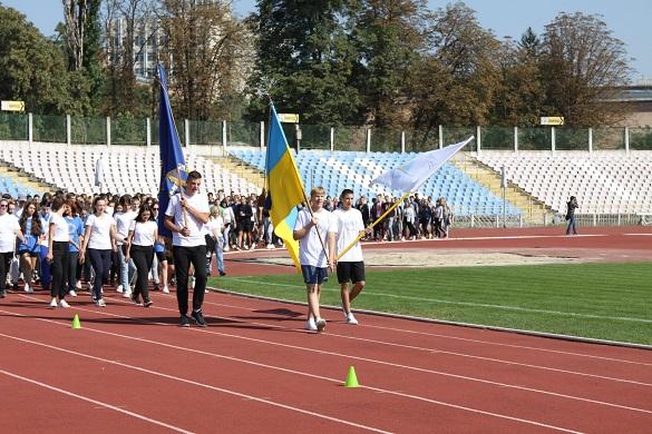 #BeActive: до Олімпійського уроку на черкаському стадіоні долучилась понад тисяча учасників (ФОТО)