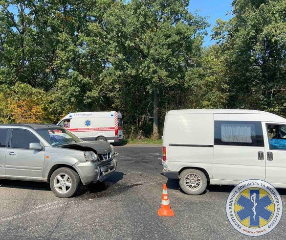Недалеко від Черкас зіштовхнулись два автомобілі: є травмовані (ФОТО)