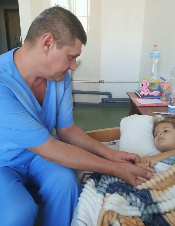 У Черкасах лікарі провели рідкісну операцію для дівчинки з вродженою вадою