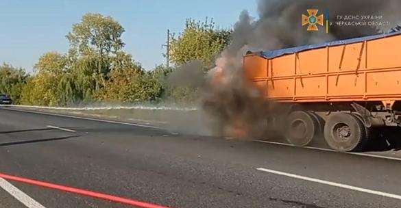 Під час руху на Черкащині загорівся КАМАЗ